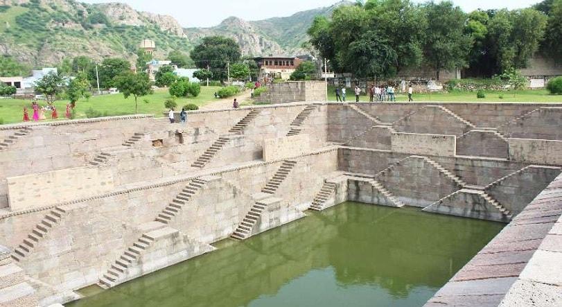 hadi rani ka kund near Jaipur